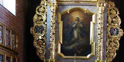Kolegiata: ołtarz Matki Bożej Łaskawej